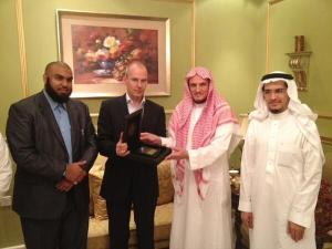https://tausyah.wordpress.com/Arnoud Van Doorn Bersama Imam Masjid Quba